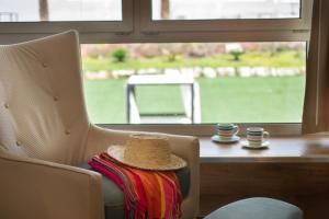 A seating area at Herods Dead Sea – A Premium Collection by Fattal Hotels