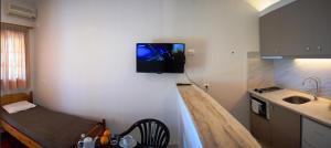 TV i/ili multimedijalni sistem u objektu Studio Candia