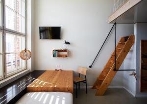 Ein Bett oder Betten in einem Zimmer der Unterkunft Michelberger Hotel