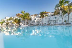 The swimming pool at or close to Marina Bayview Gran Canaria - Adults Only