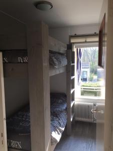 Un ou plusieurs lits superposés dans un hébergement de l'établissement Appartement Dishoek