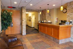 The lobby or reception area at Park West Inn