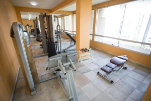 The fitness center and/or fitness facilities at Mabu Curitiba Business