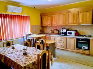 O bucătărie sau chicinetă la Venesis House
