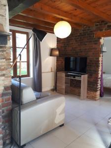 Télévision ou salle de divertissement dans l'établissement La Lavandiere Spa Jacuzzi
