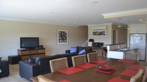 A seating area at ELSINOR Townhouse 10 Mulwala