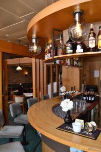 De lounge of bar bij Fletcher Hotel De Zalm
