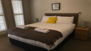 A bed or beds in a room at 39A Cypress Drive - Mulwala