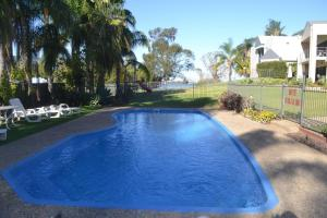 The swimming pool at or near ELSINOR Townhouse 7 Mulwala