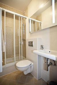 A bathroom at Apartments Cvita