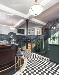 A restaurant or other place to eat at Cathedral House Hotel