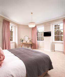 Un ou plusieurs lits dans un hébergement de l'établissement Cathedral House Hotel