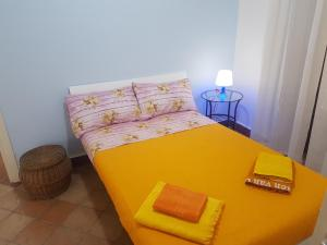 "A bed or beds in a room at "" MASSIMO 2 SUITE "" apartment palermo center wifi"