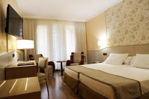 A bed or beds in a room at Hotel SPA TermaEuropa Balneario Arnedillo