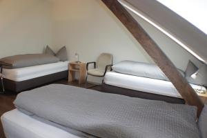 Ein Bett oder Betten in einem Zimmer der Unterkunft Burgbühl