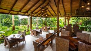 A restaurant or other place to eat at Lost Iguana Resort and Spa