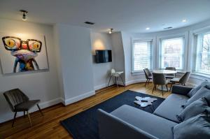 A seating area at 2123 R St Nw #3 Apts