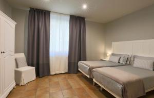 Letto o letti in una camera di LE SETTE VIE HOLIDAY HOMES