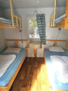 Säng eller sängar i ett rum på Lits Camping, Stugby och Kanot