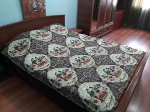 Cama ou camas em um quarto em 28 MAJ Street NEFT AKADEMIA