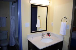 A bathroom at Days Inn by Wyndham Augusta