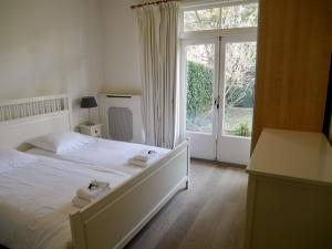 A bed or beds in a room at Stayci Serviced Apartments Royal Nassau