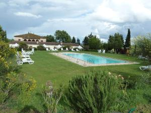 The swimming pool at or close to Il Canto del Sole