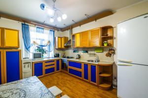 Кухня или мини-кухня в Apartments Kamal House