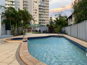 The swimming pool at or near Burleigh Gardens North Hi-Rise Holiday Apartments