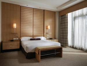 A bed or beds in a room at Lugal, A Luxury Collection Hotel