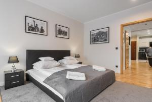 A bed or beds in a room at Prestige Apartamenty Bystra Woda Centrum