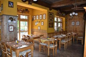 A restaurant or other place to eat at Hotel Modrava