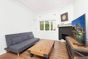 A seating area at Newly Renovated Apt. Close to Sydney CBD - Unit 2