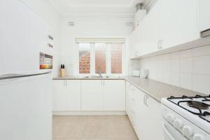 A kitchen or kitchenette at Newly Renovated Apt. Close to Sydney CBD - Unit 2