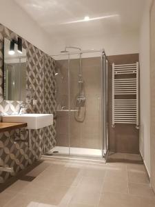 Ein Badezimmer in der Unterkunft AREA 19