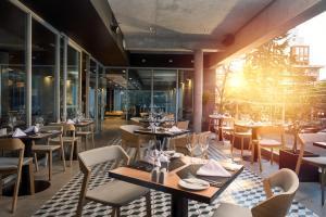Um restaurante ou outro lugar para comer em Novotel Santiago Providencia