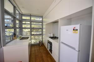 A kitchen or kitchenette at Alora Apartment in Sydney CBD - Darling Harbour