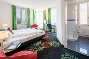 Ein Bett oder Betten in einem Zimmer der Unterkunft Seehotel Gotthard