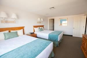 A bed or beds in a room at Green Harbor Resort