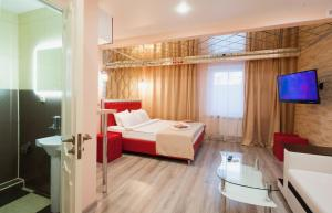 A bed or beds in a room at Hotel City 2