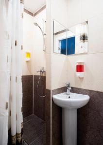 A bathroom at Hotel City Sportivnaya