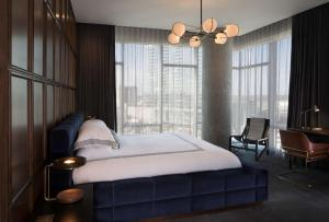 A bed or beds in a room at Thompson Nashville