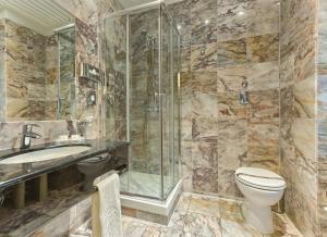 Ванная комната в Agape Hotel