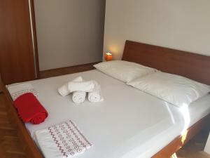 A bed or beds in a room at Apartments Nena