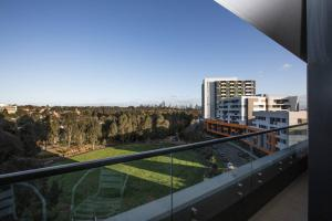 A balcony or terrace at Stunning 2 bdrms APT@Parkville「Free carpark+wifi」