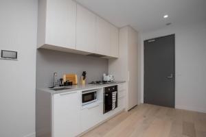 A kitchen or kitchenette at 「Chocolate Taste」1 bdrm Apt@Pakrville+Free parking