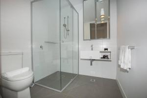 A bathroom at 「Green-hood」Stunning 2 bedrooms Apt@parkville