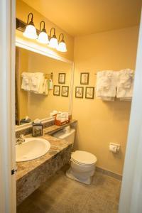 A bathroom at Hearthstone Inn Boutique Hotel Halifax-Dartmouth