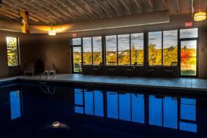 The swimming pool at or near Hearthstone Inn Sydney