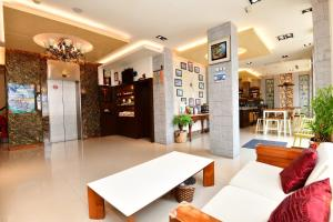 The lobby or reception area at Kenting Garden Homestay